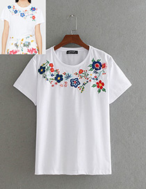 Personality White Embroidery Flower Decorated T-shirt