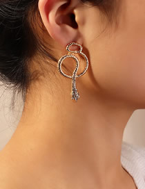 Pendientes Cobra Con Metal Y Diamantes.