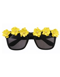 Fashion Yellow Alloy Flower Square Sunglasses